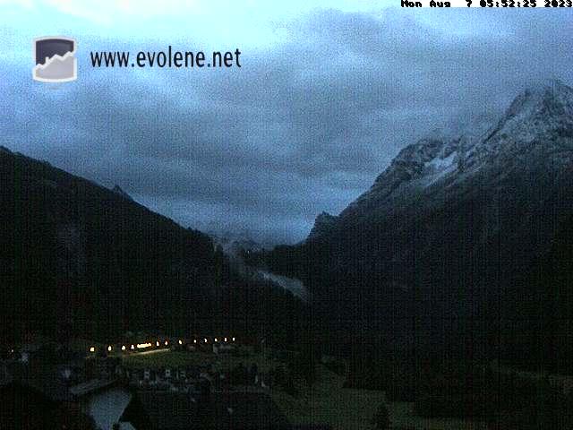 Webcam Evolène - Vue sur la Dent-Blanche et les Dents de Veisivi depuis le Chalet Bellevue à Evolène